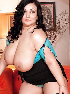 Huge Boobs Upskirt Pics